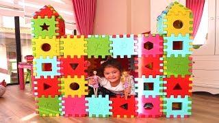 Öykü'ye Renkli Küp Puzzle'dan Prenses Şatosu Yaptık! Colors Princess Castle - Funny Kids Video
