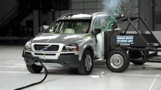 2006 Volvo XC90 side IIHS crash test
