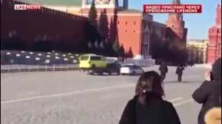 Полиция и эвакуатор устроили погоню на Красной площади(, 2015-03-02T13:22:56.000Z)