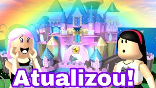 ROBLOX: NEW UPDATE 😮 at the SCHOOL OF PRINCESSES 👸👑 (Royale High School)