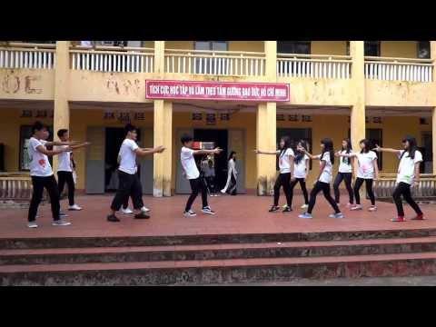 11a10-Flashmob★Duyệt văn nghệ 20/11 (14/11/2013) Thpt Uông Bí ( Khoá 2012-2015)
