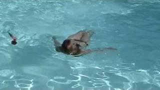 Maman swims like Arielle