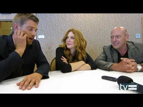 Mike Vogel imitates his lil' daughter Charlee (funny moment)