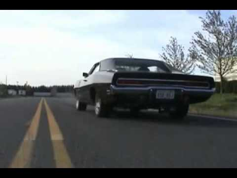 Dodge Charger R/T 1970 hard acceleration