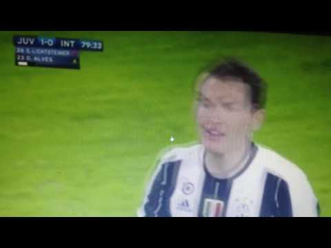 Stephan Lichtsteiner angry after being substituted?