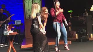 Sandy canta com Wanessa Camargo e Fernanda Souza