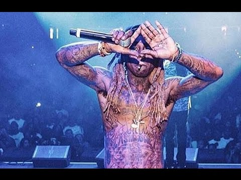 Lil Wayne Signs With Jay Z And Roc Nation Claims He's A RocAFella Millionare At Concert