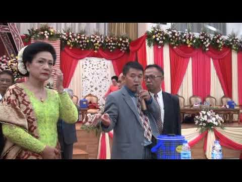Prosesi Masuk Gedung Pernikahan Adat Batak - Bolon dan Vera