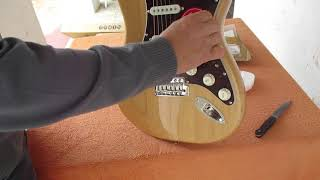 UNBOXING SQUIER CLASSIC VIBE 70S STRATOCASTER