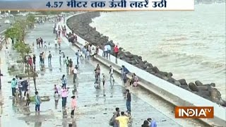 Mumbai's High Tide, People Enjoyed Nearly 4.57 Meters Waves