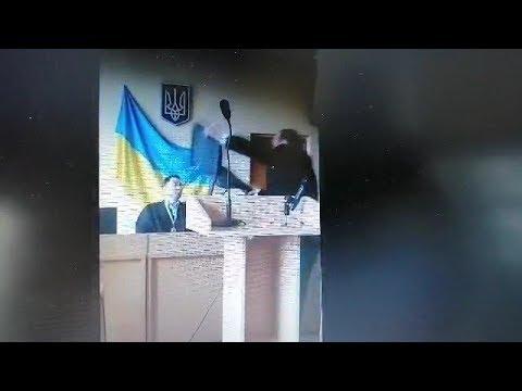 Первый Городской. Кривой Рог: Скандальный активист бросил в судью стулом