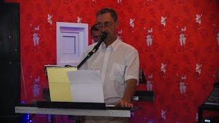 Отец на свадьбе поет собственную песню молодоженам