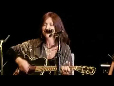 Terri ClarkSuzy BoggussPam Tillis 102017  End of Concert #ChicksWithHitsTour Bristol TN