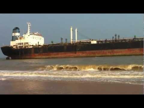 Giant Tanker Ship Ran Aground In Chennai [Marina Beach] Nilam Cyclone 2012