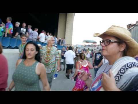 Dead & Co Through the Dancing Crowd – Cumberland Blues