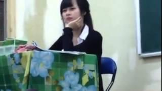 cô giáo xinh đẹp bình thản khi bị học sinh trêu gây sốt.