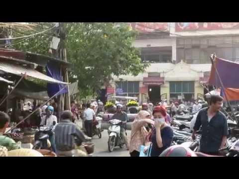 Street nearby Đồng Xuân Market , Hanoi Vietnam