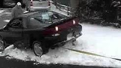 Auton hinaus lumesta