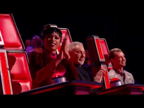 Jennifer Hudson perform Spotlight from her red chair on The Voice UK