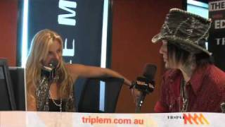 guns n roses dj ashba talks axl motley crue and his hot girlfriend   triple m