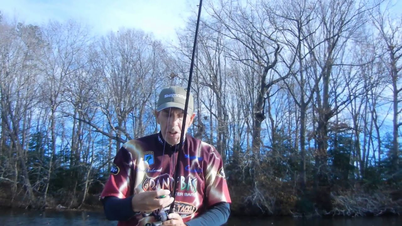 Hot winter bass fishing tips northeast edition youtube for Winter bass fishing tips