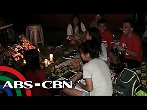 People flock to Metro Manila cemeteries