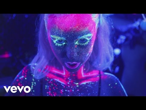 Kyla La Grange - Cut Your Teeth (Official Video)