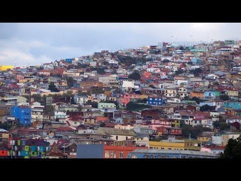 Walking in Valparaíso (Chile)