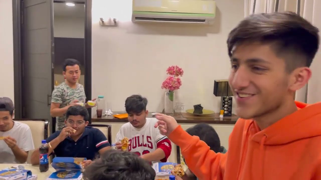 10,000 Rs Most Pizza Eating Challenge In Gaming House / Tipping To Delivery Boy Vlog 1 - A_s Gaming