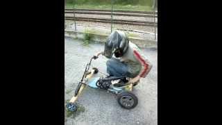Kart fait maison avec un cadi et un moteur de pocket pour 0 € de dépenser