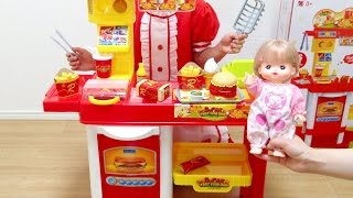 ハンバーガーやさんのおもちゃで遊びました。 メルちゃん ネネちゃん が...