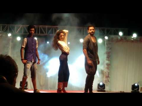 "Fashion show in morbi ""indo Western dressing"" by ( Vijay thakkar & group )porbandar kalazone academy"