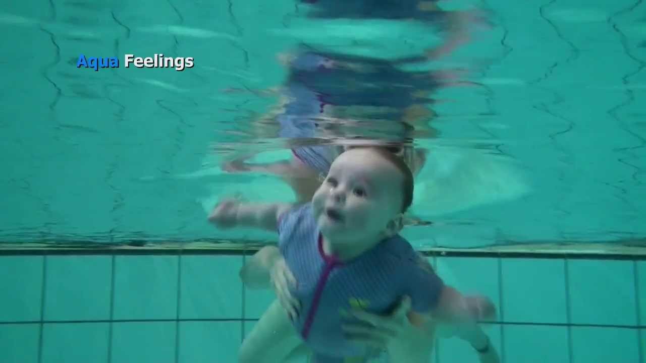 Babies swimming underwater inspiration photos - Baby Swimming Mother Must Give The Right Signals