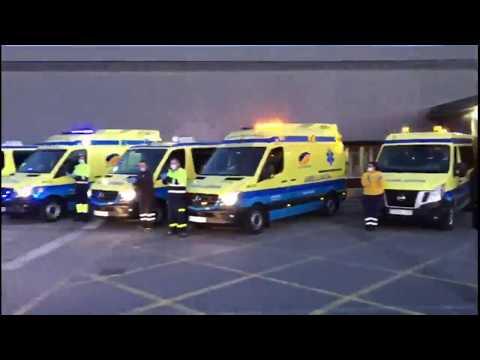 Ambulancias recorren la Ronda da Muralla para agradecer el esfuerzo de los sanitarios