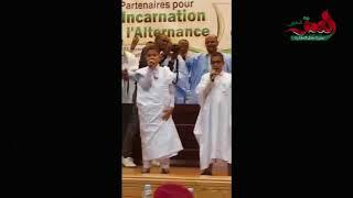 ابني الشيخ محمد الحسن الددو يغنيان شعرا ترحيبا بخالد مشعل في موريتانيا