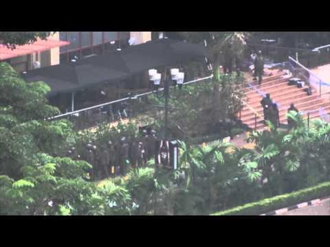 Raw: Forensic Investigators Enter Westgate Mall