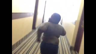Fat Kid Ding Dong Ditch (Vine)