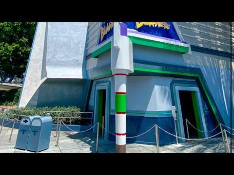 Disneyland Buzz Lightyear Astro Blasters Queue