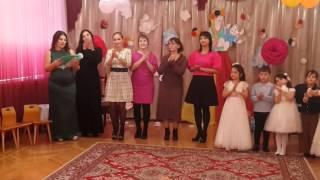 Коллектив детского сада спели песню про маму