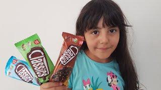 لعب الأطفال تلعب مع الآيس كريم الشوكولاته Dondurmaları'mı Kim Aldı?