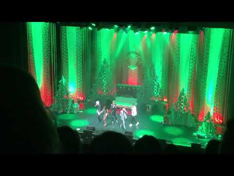 Pentatonix-Chicago Theatre-12/3/17-Deck The Halls (Feat. Scott forgetting the words)