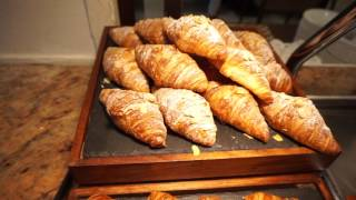 Ritz Carlton Dubai - Caravan breakfast restaurant