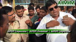 AIMIM Corporator Strong Protest against Traffic Police at Charminar New Bus stand