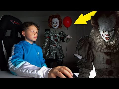 'IT' CREEPY CLOWN PRANK ON LITTLE BROTHER!