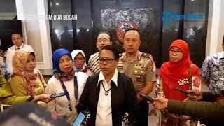 Download Video Menteri Yohana Bawakan Oleh-oleh untuk Anak-anak Korban Video Tak Senonoh MP3 3GP MP4