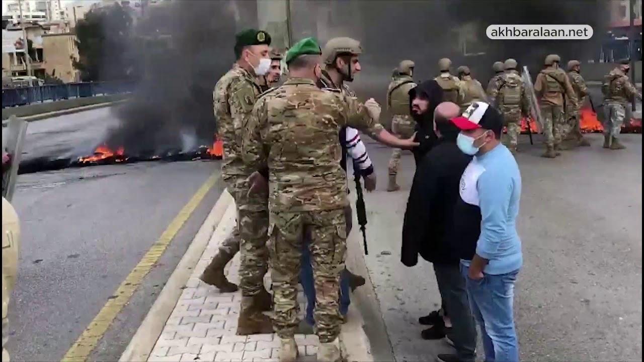 #عصيان_مدني في #لبنان وتحركات شعبية منذ الصباح الباكر بسبب الأوضاع المعيشية.  - نشر قبل 3 ساعة