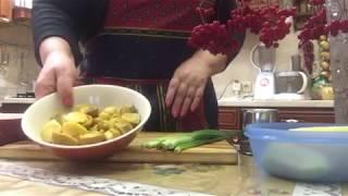Салат. Грибы маринованные с картофелем и зелёным луком.