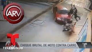 Choque brutal de una moto y un auto deja dos heridos | Al Rojo Vivo | Telemundo