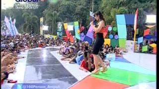 Download Lagu SHELLA YOLANDA Live At 100% Ampuh (10-10-2012) Courtesy GLOBAL TV MP3