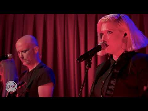 """Moby performing """"Falling Rain and Light"""" live on KCRW"""